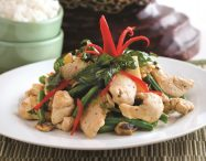 Spicy Stir-fry Basil with Chicken and Green Beans