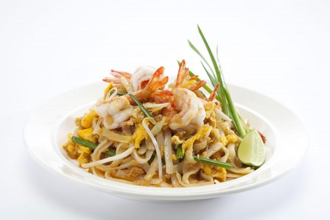 Pad Thai With Prawns Pad Thai Goong Pad Thai Recipe Asian