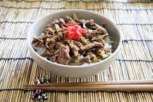 Japanese Beef Rice Bowl (Gyudon)