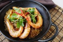 Claypot Glass Noodles with Prawns (Goong Ob Woonsen)