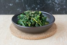 Korean Spinach Side Dish (Sigeumchi Namul)