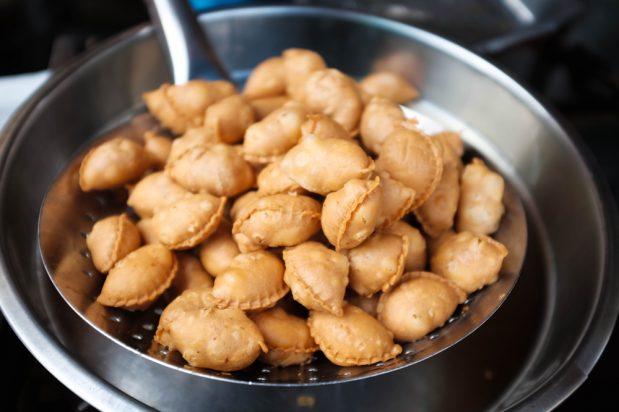 Mini Peanut Puffs (Kok Chai)