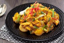 Stir-Fried Yellow Curry with Chicken (Gai Pad Gaeng Garee)