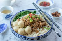 Dry Rice Pin Noodles (Loh Shi Fun)