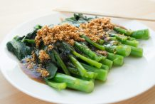 Blanched Chinese Brocolli in Oyster Sauce (Blanched Kai Lan In Oyster Sauce)
