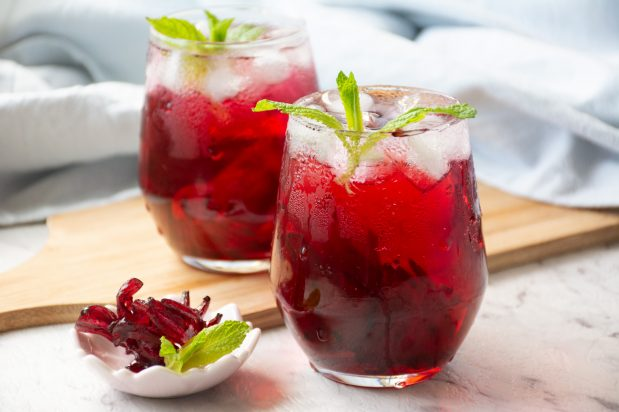 Hibiscus Iced Tea (Nam Krachiap)