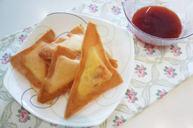 Chilli Garlic Cheese Triangles