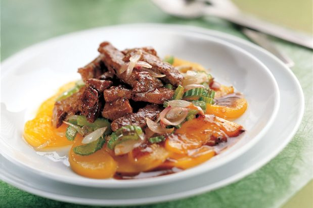 Stir Fried Beef and Peach with Black Pepper Sauce