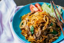 Stir Fried Rice Noodles with Beef (Pho Xao Bo)