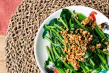 Stir Fried Chinese Broccolli (Kai Lan) with Oyster Sauce