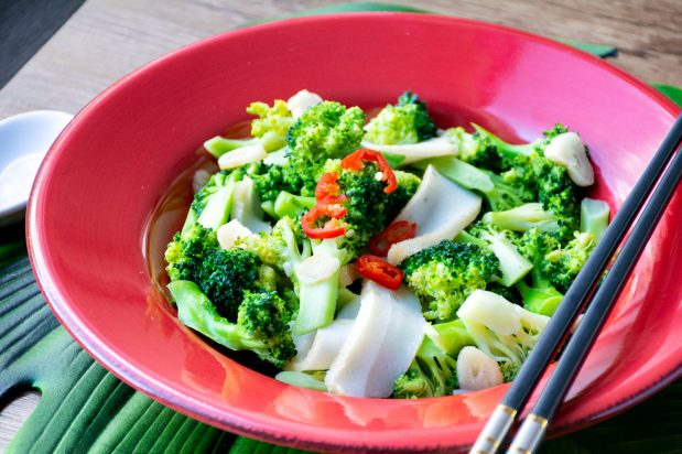 Stir Fry Broccoli with Fish Cakes