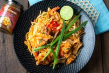 pad thai stir fried noodles with prawns recipe by Asian Inspirations