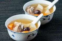 Boiled White Radish Soup with Pork Ribs