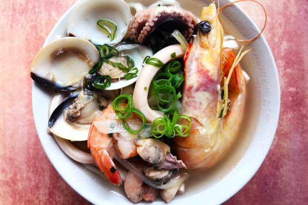Korean Seafood Noodle Soup (Kalgaksu)