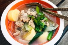 Thai Glass Noodle Soup with Tofu (Kang Jued Woon Sen)