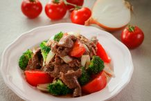 Stir Fried Beef with Tomatoes & Broccoli