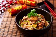 Stir Fried Chicken and Mushrooms with Oyster Sauce