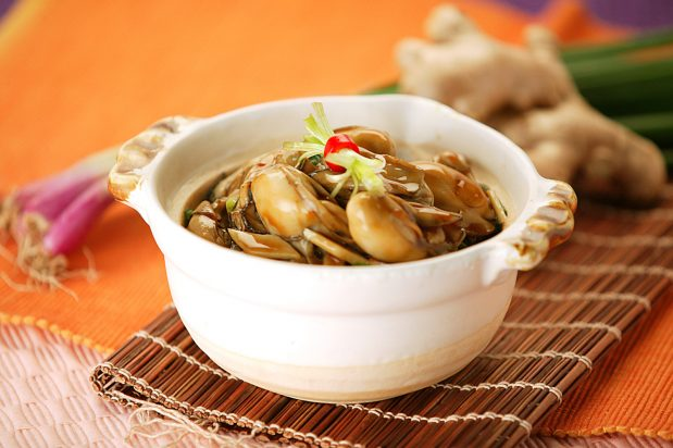 Clay Pot Oysters with Ginger and Spring Onions