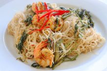 Fried Noodles with Water Mimosa (Sen Mee Pad Kra Shed)