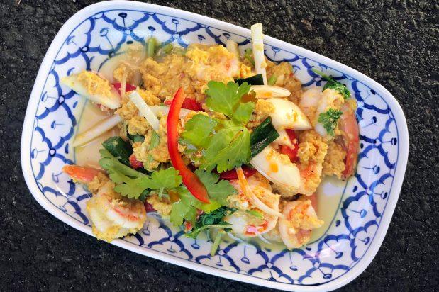 Thai Stir Fried Curry Prawns (Goong Pad Pong Karee)