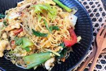 Thai Stir Fried Vermicelli with Chicken