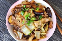 Dongbei-style Braised Pork Belly with Mung Bean Noodles
