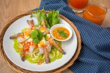 Banana Prawns in Fish Sauce (Gung Chae Nampla)