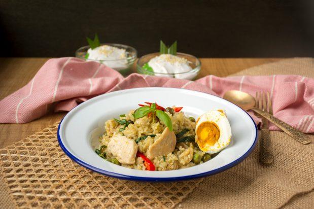 Chicken Green Curry Fried Rice (Kaow-Pad Kang-Kiew-Waan Gai)