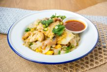 Fried Rice Noodles with Chicken (Guay-Tiew Kua Gai)