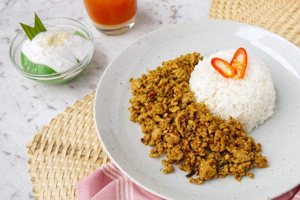Stir Fried Pork with Yellow Curry Paste (Kua-Kling Mu)