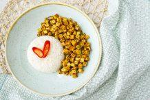 Stir Fried Tofu with Yellow Curry Paste (Kua-Kling Tua Hu)