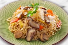 Stir Fried Vegetarian Egg Noodles