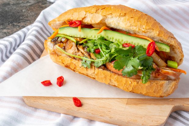 Vietnamese Bread Roll (Banh Mi) with Chicken