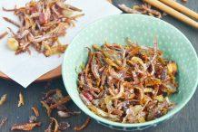 Fried Anchovies with Peanuts (Ikan Bilis Kacang)