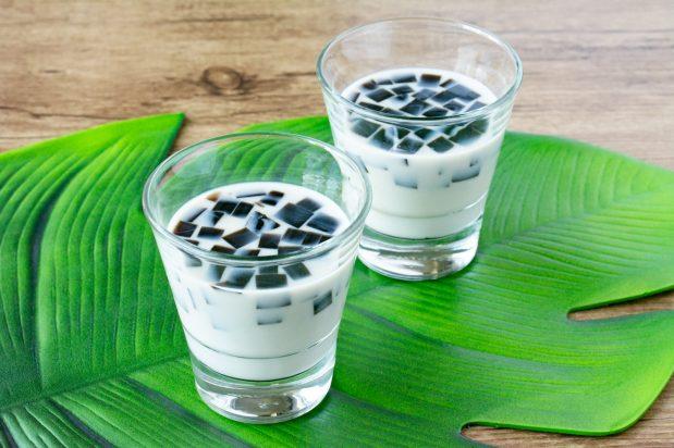 Soy Milk with Grass Jelly (Cincau)