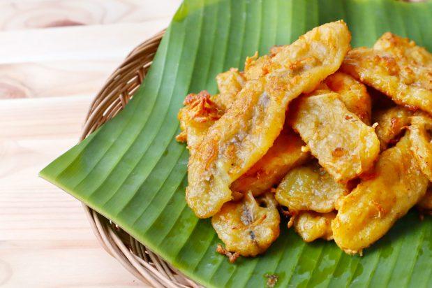 Thai Fried Banana Fritters (Kluay Kaek)