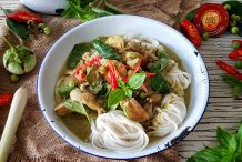 Rice Noodles with Green Chicken Curry (Ka-nom Jeen Gaeng Keow Wan Gai)