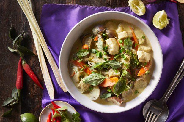 Green Chicken Curry (Gang Kheaw Waan Gai)