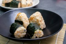 Salmon Flake Onigiri (Salmon Rice Ball)