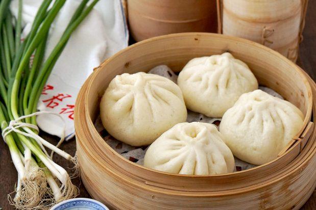 Chinese Steamed Pork Buns (Baozi)