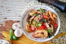 Spicy Thai Drunken Noodles with Prawn