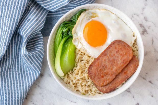 Hong Kong Luncheon Meat Noodles (Chan Dan Min)