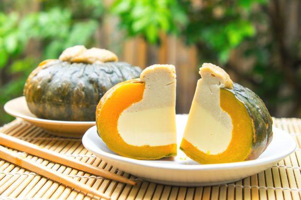 Steamed Custard in a Pumpkin Shell (Sankaya)