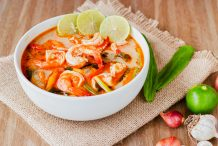 Seafood Tom Yum Soup (Tom Yum Thale)