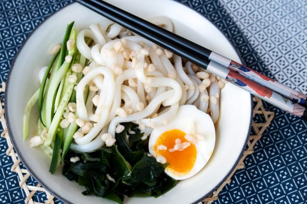 Cold Udon Soup with Tempura Batter (Cold Tanuki Udon)
