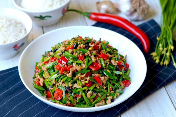 Stir Fry Garlic Chives with Pork Mince (Cang Ying Tou - Fly Heads)
