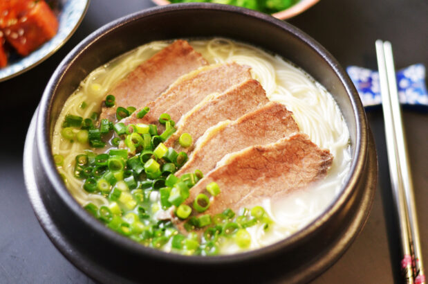 Korean Milky Beef Bone Soup (Seolleongtang)